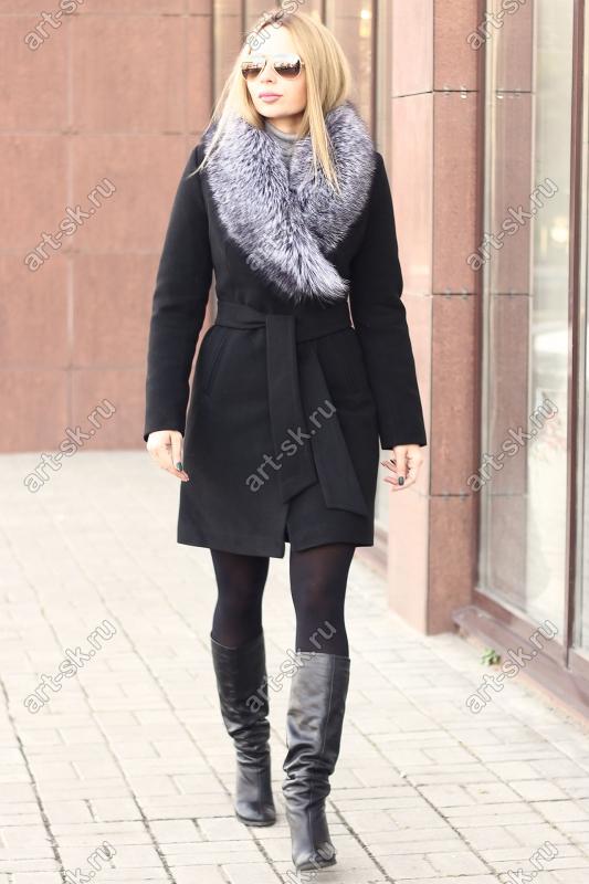 Стильное женское пальто с мехом чернобурки недорогое