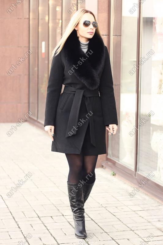 Черное женское пальто с песцом на зиму