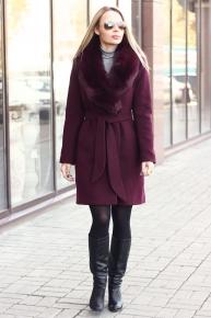 Бордовое короткое пальто из кашемира с поясом на зиму