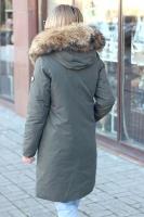 Молодежный пуховик с поясом и капюшоном для девушки