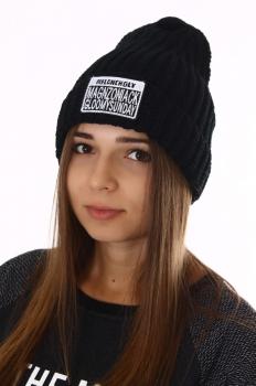 Зимняя молодежная шапка с нашивкой