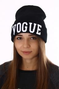 Женская шапка с надписью VUGUE