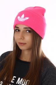 Яркая розовая шапка адидас