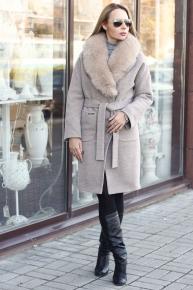 Недорогое шерстяное пальто с песцом