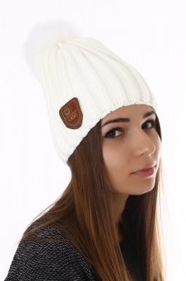 Белая зимняя шапка Ugg с мехом