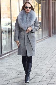 Женское пальто с меховым воротником из песца