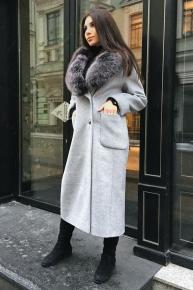 Длинное пальто с меховым воротником из песца