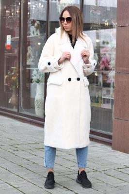 Куртка пуховик с мехом и нашивками