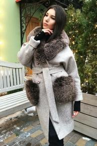 Зимнее женское пальто с меховыми карманами