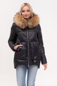 Короткая куртка с капюшоном и мехом