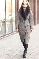 Длинное пальто зимнее с меховым воротником из песца