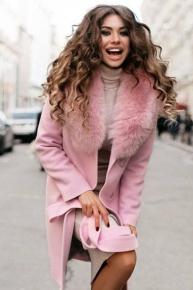 Молодежное пальто с меховым воротником приталенное
