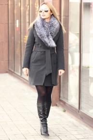 Классическое зимнее пальто с чернобуркой серое